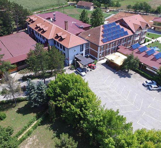 hotel ravni gaj knić gružansko jezero, jeftin odmor srbija, vaučeri za odmor u srbiji, odmor u srbiji, gružansko jezero smeštaj